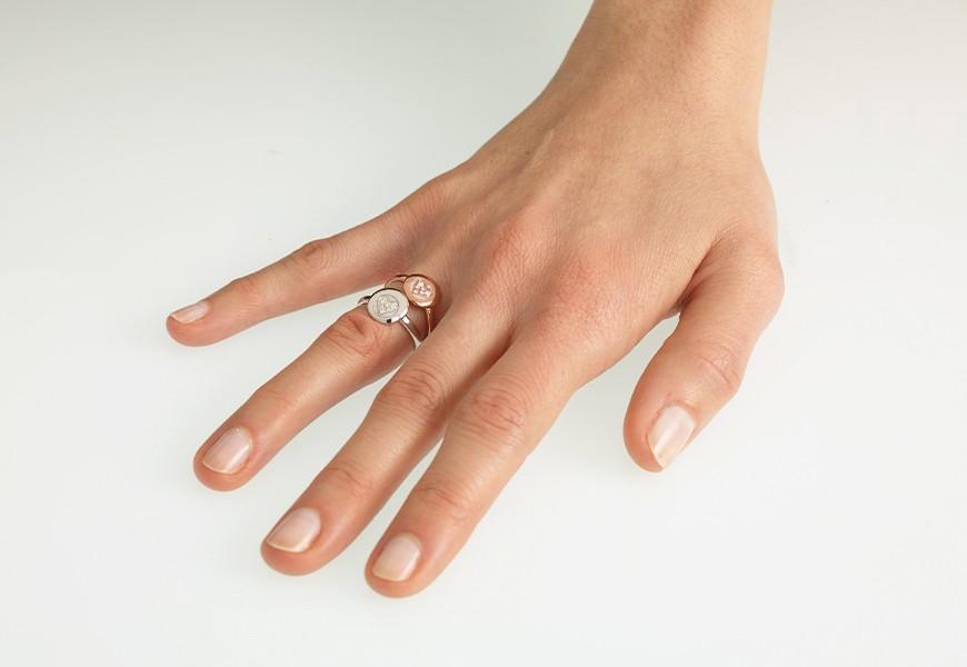 Anello con cuore e diamanti