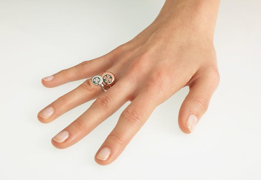 Anello con quadrifoglio in oro e diamanti