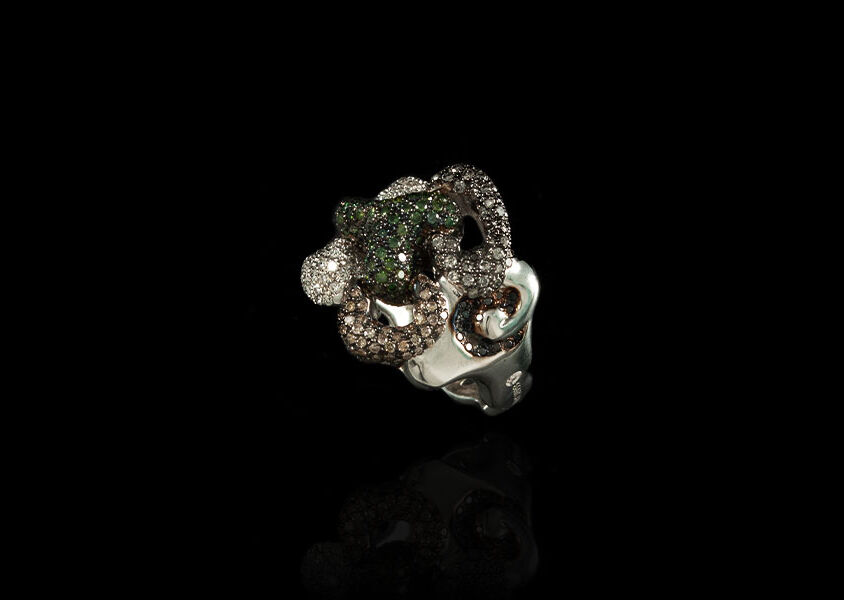 Anello con diamanti brown e diamanti verdi
