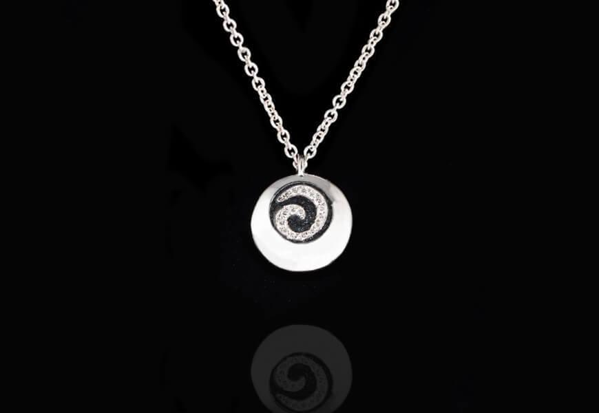 Ciondolo con spirale e diamanti